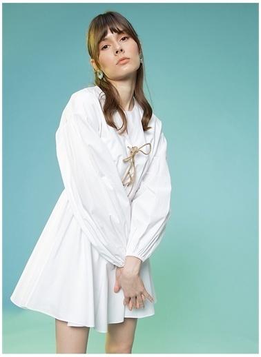 Selma Çilek X Boyner Selma Çilek V Yaka Düz Mini Elbise Beyaz